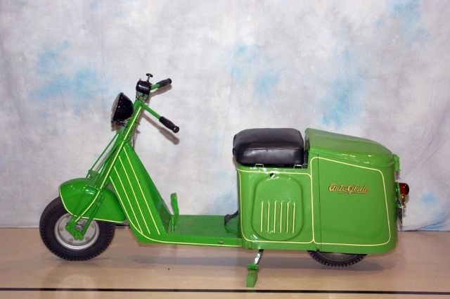 Cushman_scooter_1