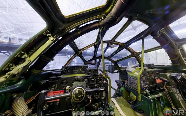 Enola_gay_cockpit